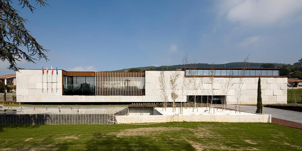Casa consistorial en Meruelo, Cantabria por MMIT Arquitectos