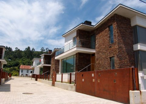 5 detached houses _ Camargo